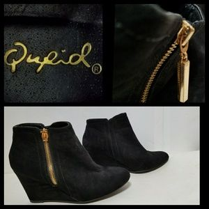 Qupid Black Wedge Ankle Bootie Size 6